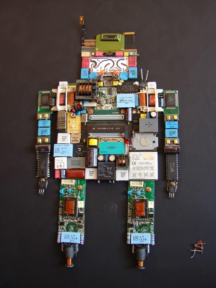 """""""Ρομπότ""""… πρωτότυπο, αυθεντικό έργο από ανακυκλώσιμα ηλεκτρονικά εξαρτήματα, άμεσης τεχνικής 56Χ54,5"""