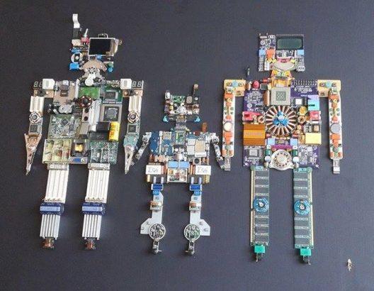 """""""οικογένεια""""… πρωτότυπο, αυθεντικό έργο από ανακυκλώσιμα ηλεκτρονικά εξαρτήματα, άμεσης τεχνικής 87,5χ83"""
